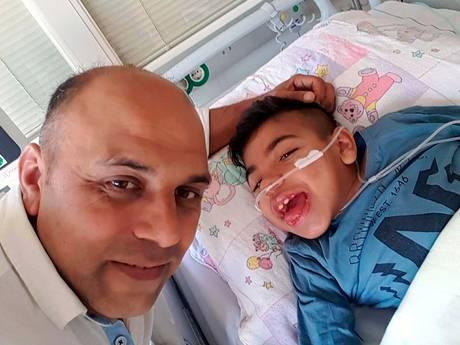 Ouders aan ziekenhuisbed Amir (10): Hij is blij dat we er zijn
