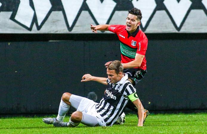Ferdi Kadioglu scoorde de 2-0 voor NEC.