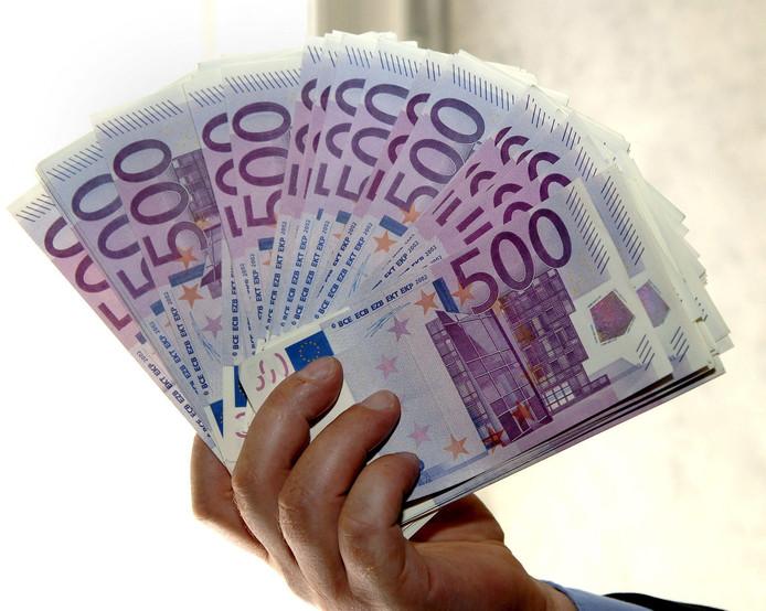 """,,Tegenwoordig word je met een briefje van 500 euro al gezien als een terrorist of een crimineel"""", aldus een van witwassen verdachte zakenman."""