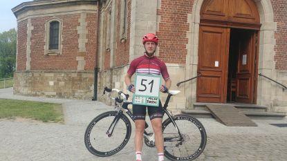 """Nog straffer dan Remco Evenepoel! Slechtziende Milan (22) rijdt 51 keer Muur van Geraardsbergen op: """"Goed verkend en twee begeleiders op elektrische fiets"""""""