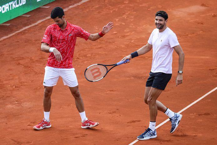 Novak Djokovic (links) en Gregor Dimitrov tijdens de Adria Tour, het georganiseerde toernooi door de nummer 1 van de wereld. Beiden zijn besmet met het coronavirus.