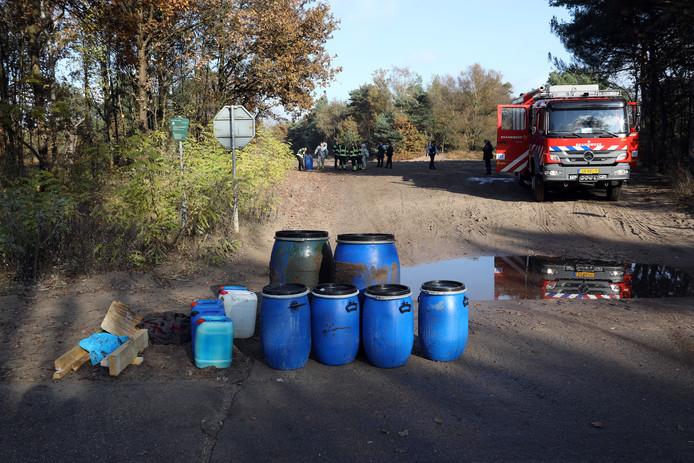 Op de heide in Oirschot werden eind 2016 drugsvaten gevonden. In de Kempen wordt met grote regelmaat drugsafval gedumpt.  archieffoto Bert Jansen.