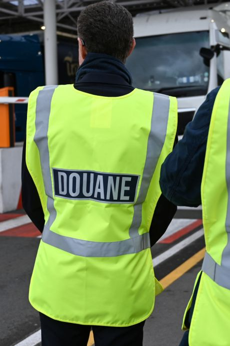 Opgepakte chauffeur (32) uit Urk is zoon wethouder, Engelse politie vindt voor 16 miljoen aan harddrugs in trailer