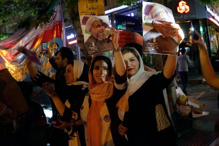 Vrouwelijke aanhangers van president Hassan Rohani Beeld epa
