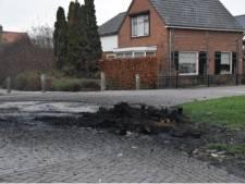 Weer autobanden in brand gestoken in Brakel, ook een bankstel en wat pallets moeten het ontgelden