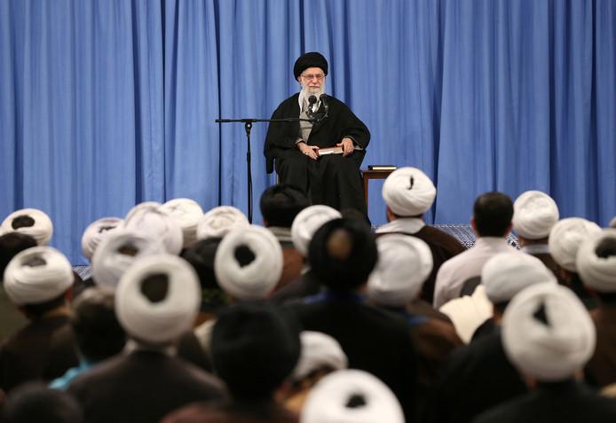 Ayatollah Khamenei bedankte d kiezers vanochtend voor hun vertrouwen.
