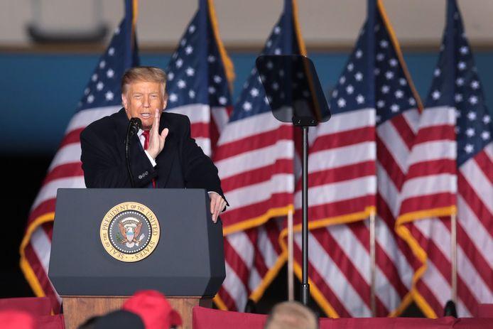 Donald Trump spreekt zijn aanhangers toe in Wisconsin.