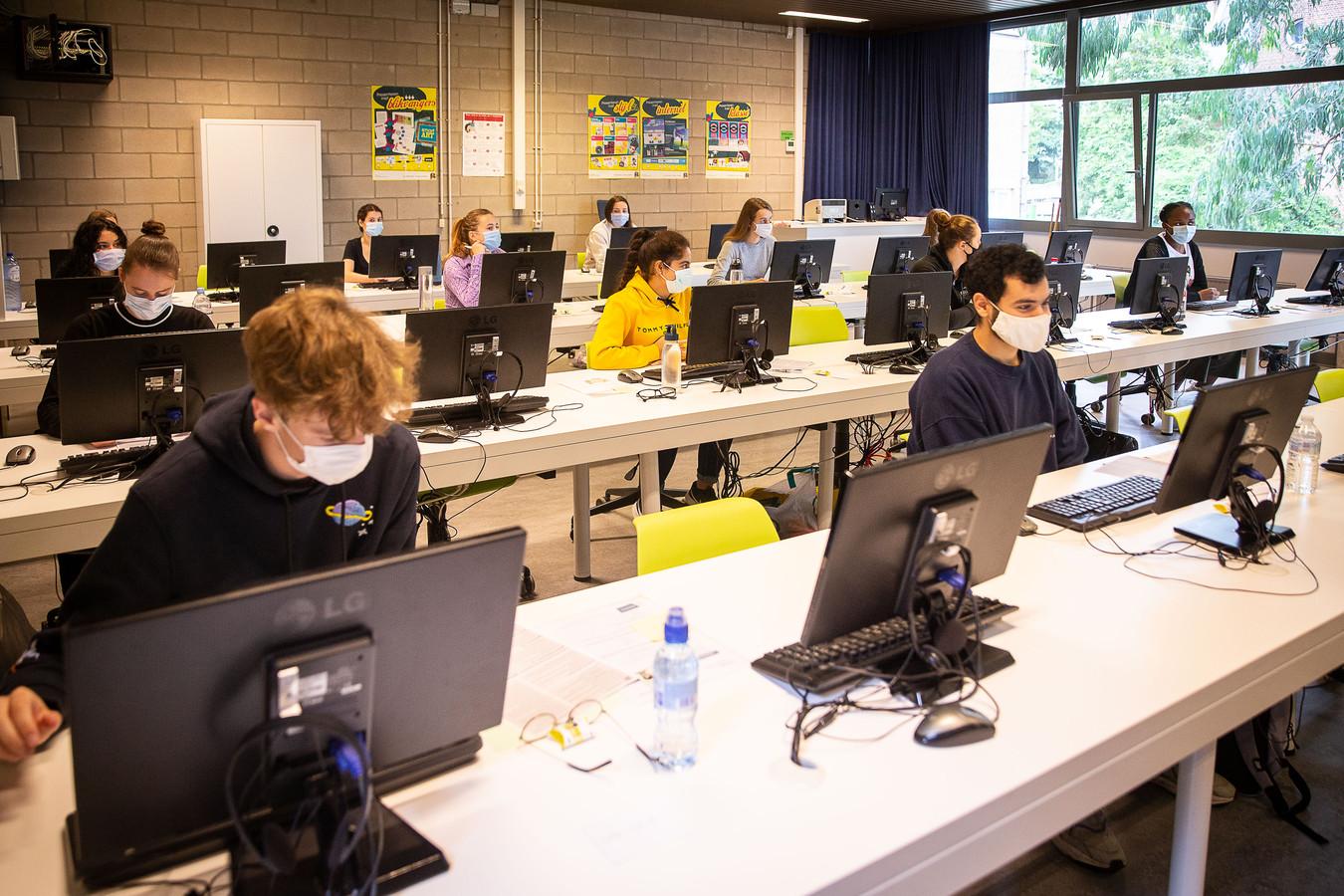 Eén van de 105 locaties waar vandaag het toelatingsexamen geneeskunde plaatsvindt. Voor het eerst wordt het examen digitaal afgenomen.