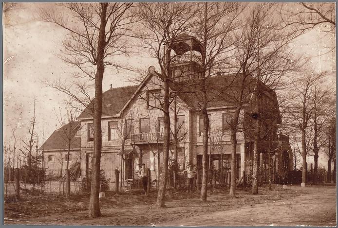 Het Berghotel in 1920, toen nog met uitkijktoren.