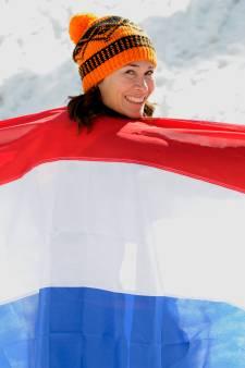 Bibian Mentel draagt vlag tijdens opening Paralympische Spelen