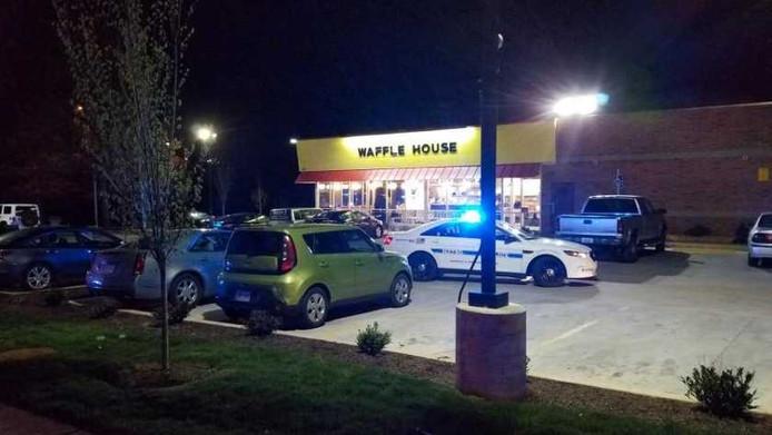 Het restaurant waar de voortvluchtige dader een bloedbad aanrichtte.