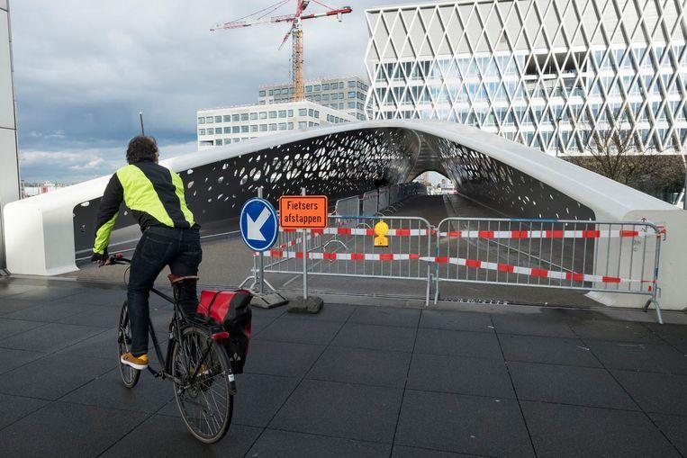 De parkbrug is deels afgesloten voor werken.