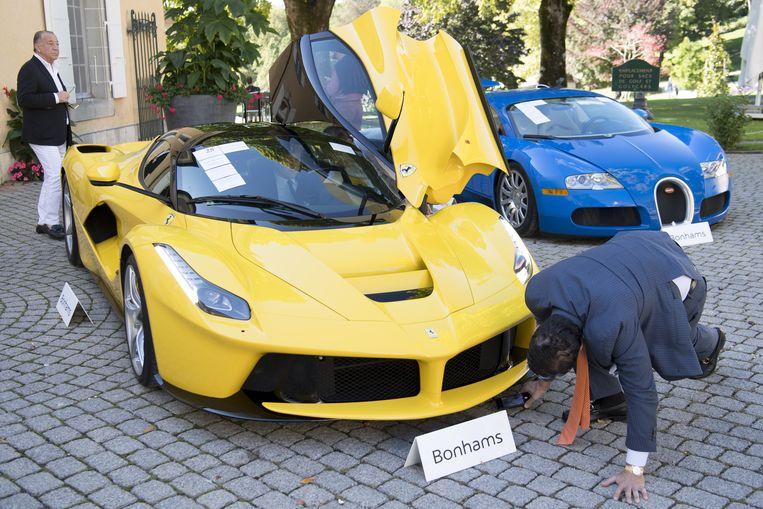 Inspectie van de Ferrari LaFerrari uit 2015. Beeld EPA