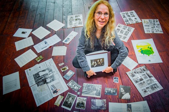 Arlette Stuip vertelt over haar opa Abraham Liwer, die in de Tweede Wereldoorlog is gered door Jan Zwartendijk, over wie maandag in het Philips Museum een expositie wordt geopend.
