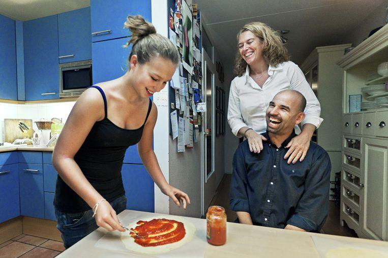 Jacqueline en Piet zijn niet meer gewenst in de keuken: Nina kan het zelf. © Marc Driessen Beeld