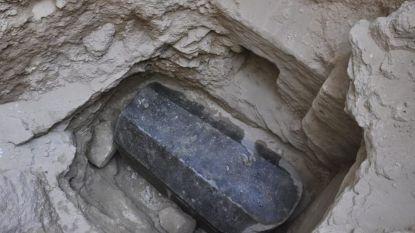 Wie ligt in deze sarcofaag? Gigantische lijkkist opgegraven die al meer dan 2.000 jaar niet geopend werd