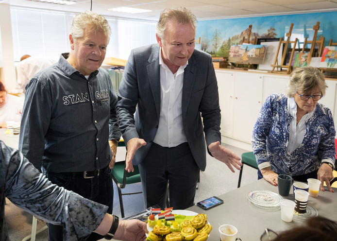 Wethouder Paul Kagie van Bosch Belang (midden).