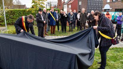 Gemeente plaatst gedenkplaat aan oorlogsmonument
