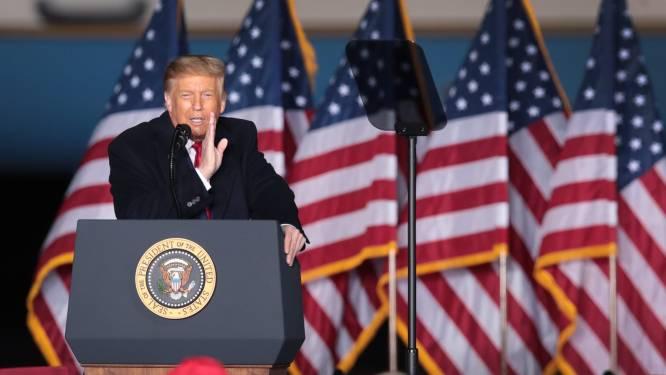 """Trump valt Kamala Harris aan tijdens rally: """"Ze komt langs de achterdeur"""""""