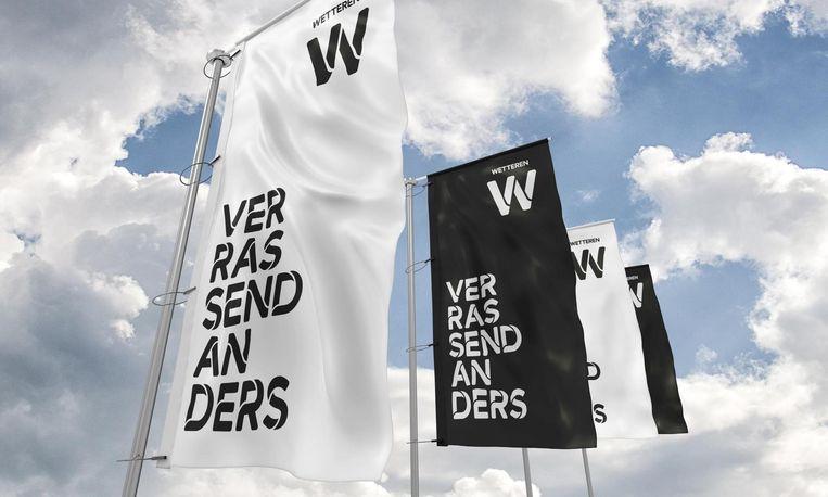 Banners met de nieuwe slogan en logo van de gemeente.