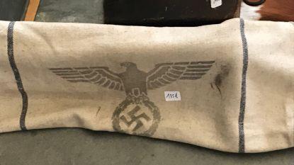 """Nog steeds nazimemorabilia te koop op antiekmarkt in Tongeren, ondanks verbod: """"Hardleerse handelaars zullen geweerd worden"""""""