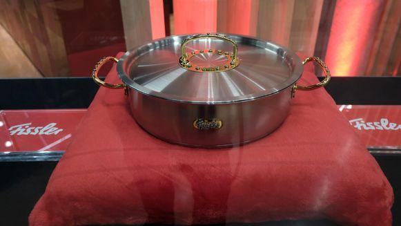 De kookpot van Fissler die bekleed is met 270 diamanten.