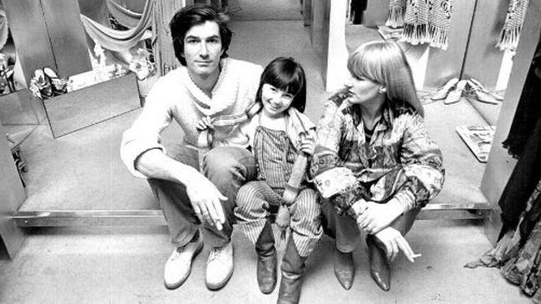 Met Carmen op het podium in de winkel op het Rokin, 1974 Beeld Archief Puck en Hans