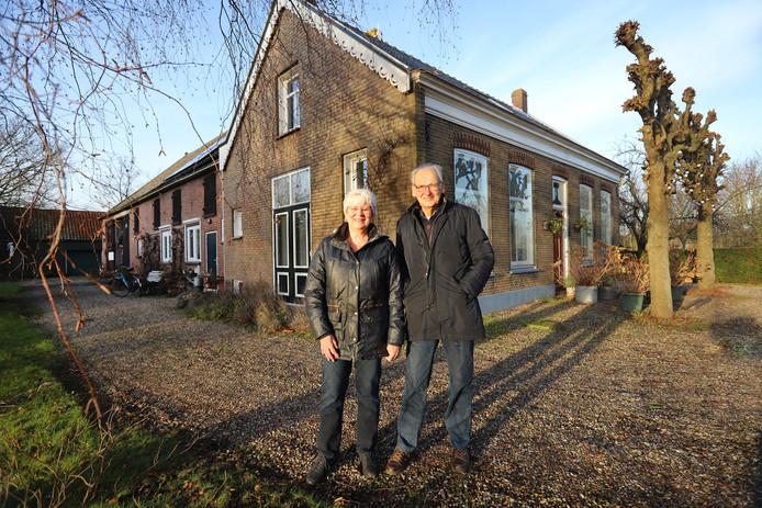 Ed en Hesley den Bakker wonen in een boerderij in Tinte, die al lang familiebezit is.