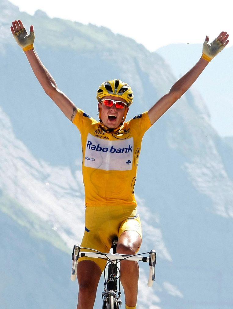Michael Rasmussen wint de 16e etappe van de Tour de France in 2007. Beeld reuters