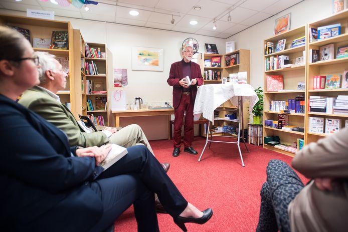 Schrijver Noud Bles presenteert zijn nieuwe boek De Poolse weg. Bemmel.