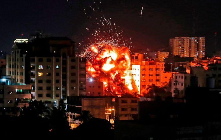 Een explosie in Gaza Stad.  Beeld AFP
