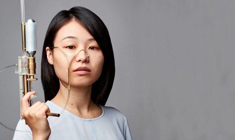 Yi-Fei Chen en haar traanpistool. Beeld Ronald Smits