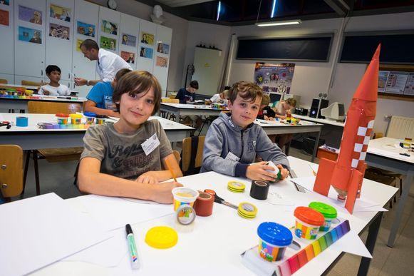 Stijn Edixhoven en Mattijs Kersten uit het vijfde leerjaar vinden raketten bouwen en 3D-tekenen boeiend.