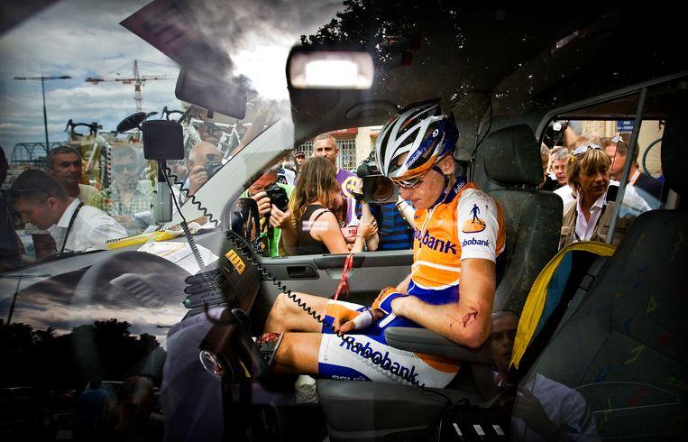 Perpignan, 8 juli 2009. Robert Gesink zit gehavend in een ambulance na een val in de vijfde Tour-etappe. Beeld ANP