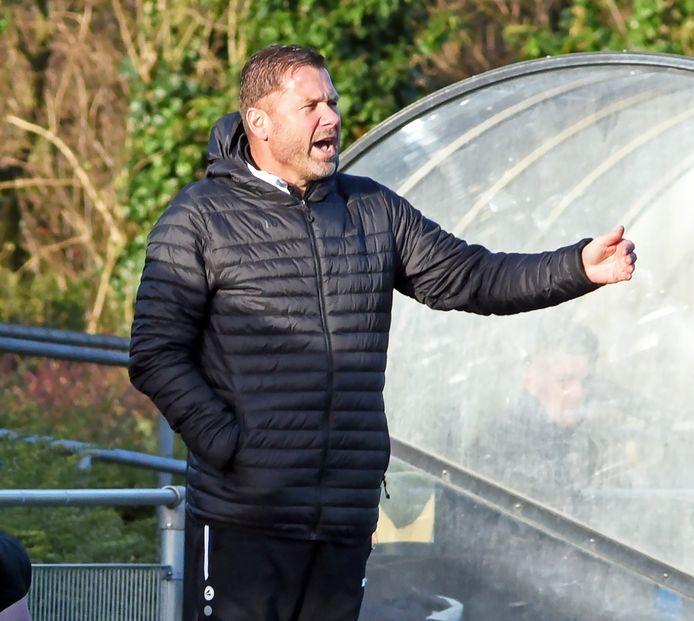 Michel Leonhart, trainer van Oostburg, is één van de initiatiefnemers tot een besloten Facebook-groep, waarin alle Zeeuws-Vlaamse vierde- en vijfdeklassers in het zondagvoetbal zijn vertegenwoordigd.