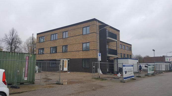 Het nieuwe onderkomen van ASVZ in Puttershoek krijgt gestalte. Over een half jaar verhuizen de bewoners van het voormalige 't Huys te Hoecke naar hun nieuwe woonzorgunits.
