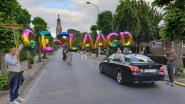 IN BEELD. Volledige straat afgesloten voor proclamatiefeest zesdejaars Gemeenteschool Hoogstraten