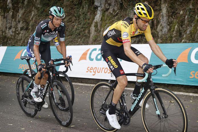 Großschartner (links) in het wiel van Tom Dumoulin (Jumbo-Visma).