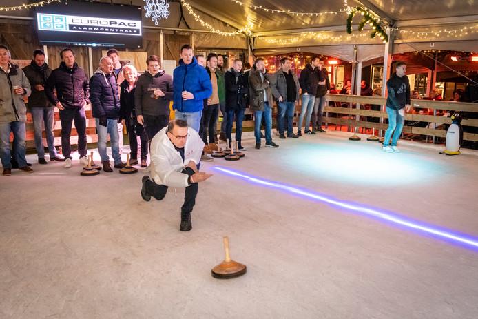 De finale curling op ijsbaan van Winterland Oss.