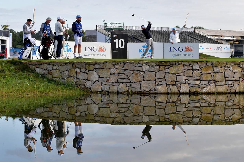 Favoriet Joost Luiten slaat af op de eerste dag van de honderdste KLM Open, op golfbaan The International.