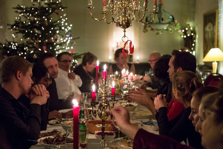 De calorieën van het kerstdiner kunnen met bewegen weer worden verbrand. 'Voor het eten een half uur door het bos wandelen kan al helpen.'  Beeld Hollandse Hoogte, Caro Bonink