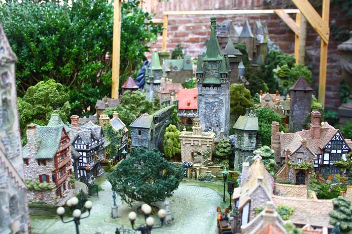 Kees Koreman is in de vrije tijd bezig met een metersgroot miniatuurwerk.