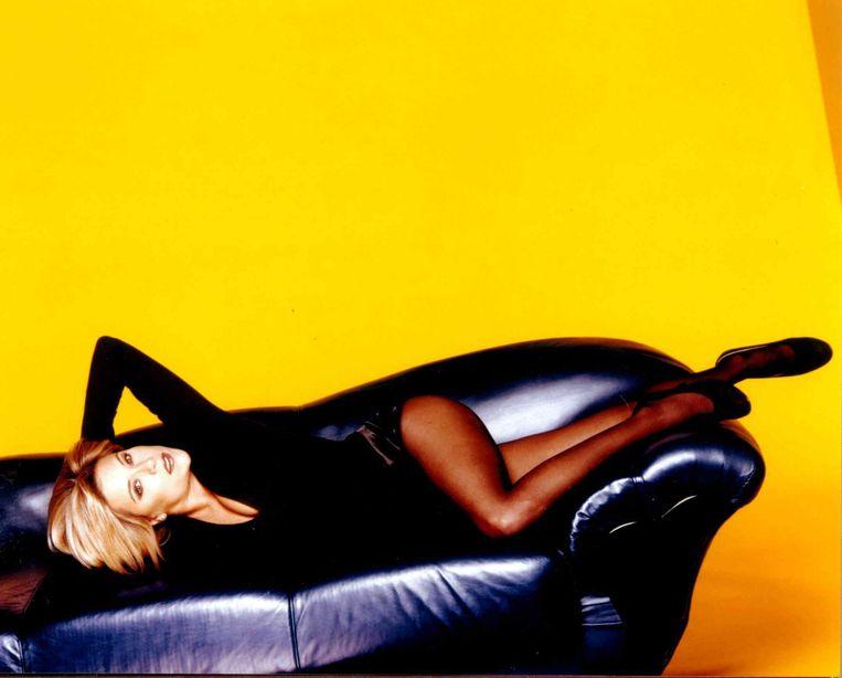 Samantha Fox is een van de vrouwen die beroemd werd nadat ze met ontbloot bovenlijf in de tabloids had gestaan.