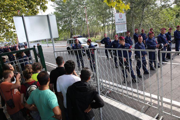 Vluchtelingen in september 2015 bij de grens tussen Servië en Hongarije.