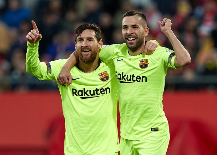 Lionel Messi viert zijn treffer met aangever Jordi Alba.