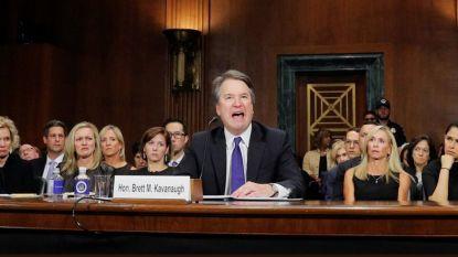 Foto waarop 5 vrouwen vol afschuw richting Kavanaugh lijken te kijken tijdens hoorzitting gaat viraal, maar waarheid achter beeld is heel anders