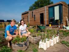 Klein huis, grote uitdaging: Charlotte en Dirk wonen in tiny house in Apeldoorn