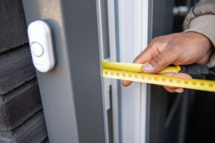 De nieuwe deuren in de Meijhorst voldoen niet aan de wettelijke bouwnormen.