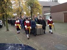 Venhorst draagt oud-pastoor Piet van Velthoven ten grave