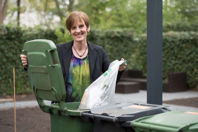 Sonja Havens uit Vught is één van de deelnemers van de proef 100/100/100.  100 dagen, 100% afvalvrij leven. Ze is nog bewuster afval gaan scheiden en heeft een extra kliko aangeschaft om al het plastic in te doen.